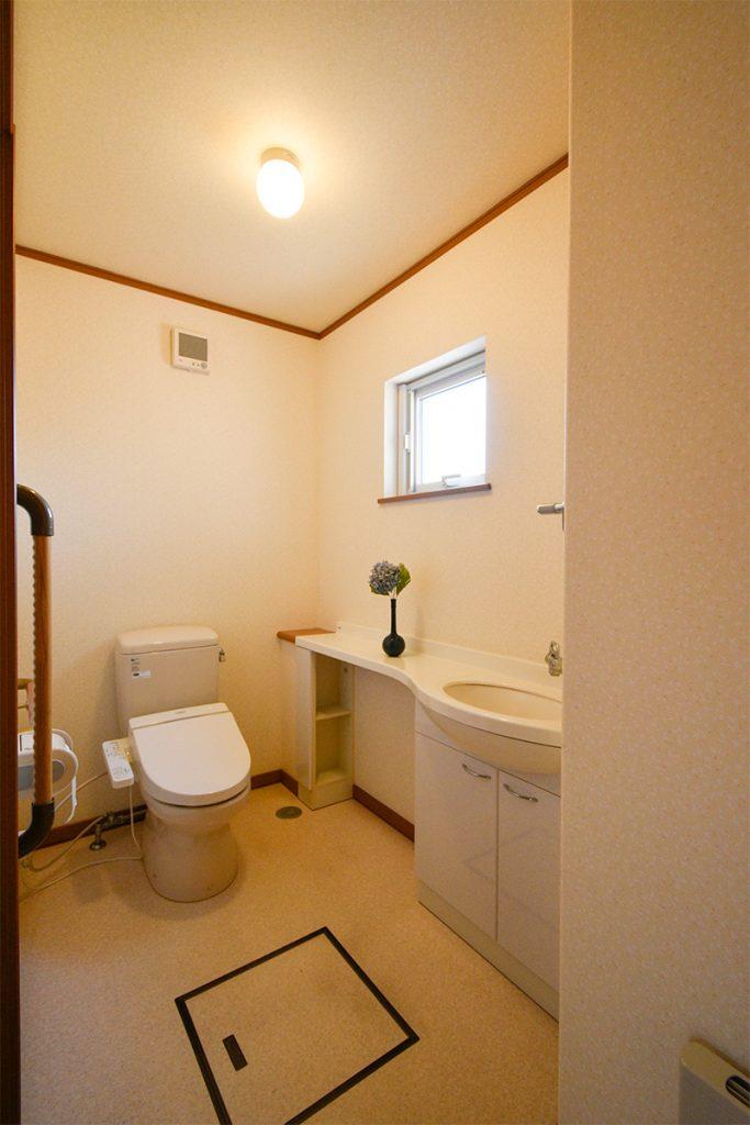 画像に alt 属性が指定されていません。ファイル名: 中古3トイレ-683x1024.jpg